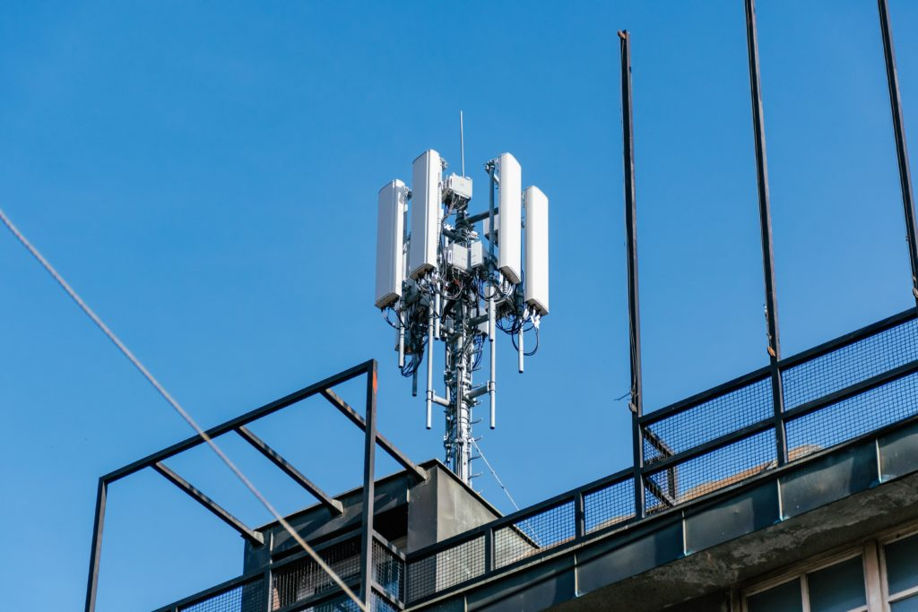 cell-phone-tower-on-top-of-residential-building-in-city-5g-antenna-base-broadcast-broadcasting-cell_t20_xXn3pX